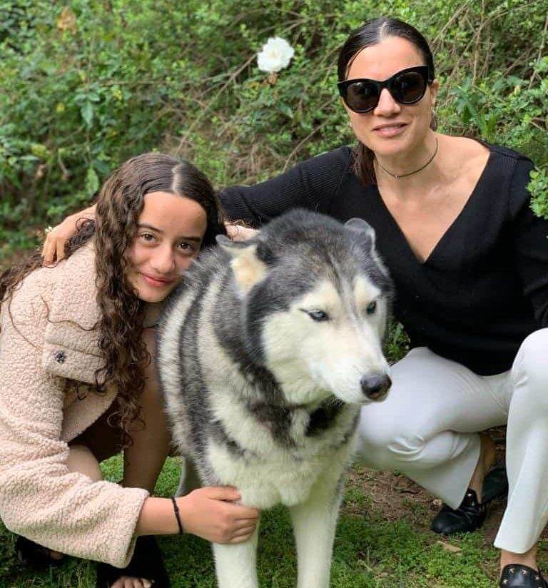 Daphna Nissenbaum, CEO and co-founder of TIPA with her daughter and their dog Tommy
